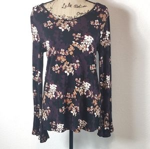 Charlie Paige Floral Bell Sleeve Tunic